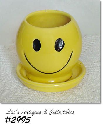 McCOY POTTERY SMILE HAPPY FACE BRIGHT YELLOW FLOWERPOT