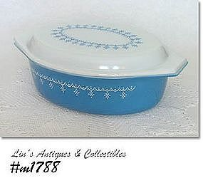 PYREX -- 2 1/2 QUART GARLAND DESIGN PATTERN COVERED CASSEROLE
