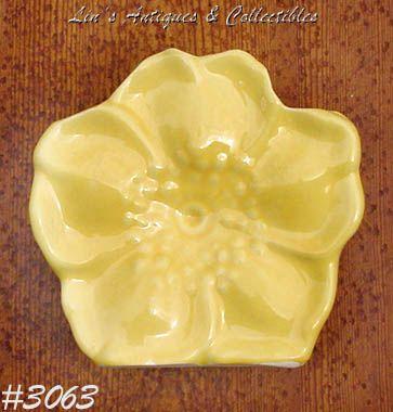 McCOY POTTERY -- YELLOW FLOWER WALL POCKET