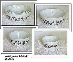 PYREX -- SET OF 3 VINTAGE EARLY AMERICAN PATTERN DESIGN NESTED BOWLS