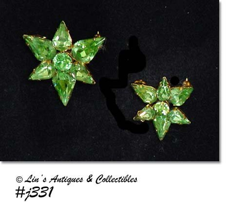 PAIR OF VINTAGE GREEN STAR SHAPED SCATTER PINS BY KRAMER