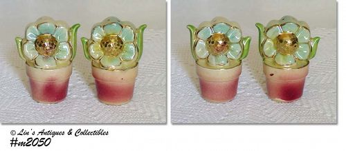 SHAWNEE POTTERY VINTAGE POTTED FLOWERS WITH GOLD CENTERS SHAKER SET