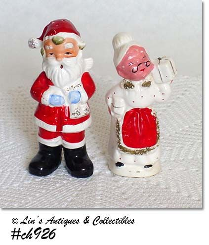 VINTAGE MR. AND MRS. SANTA CLAUS CHRISTMAS SALT AND PEPPER SHAKER SET