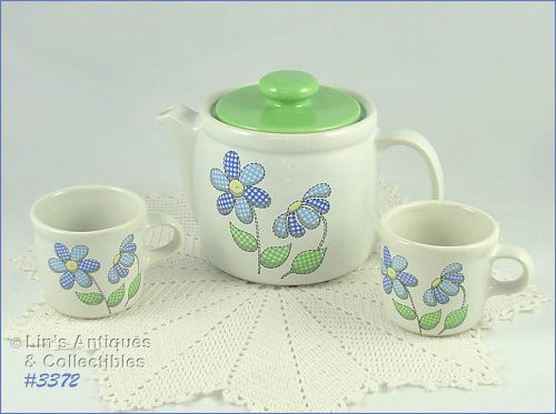 McCOY POTTERY � DAISY DELIGHT TEA FOR TWO