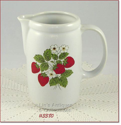 McCOY POTTERY STRAWBERRY COUNTRY PITCHER IN MINT CONDITION