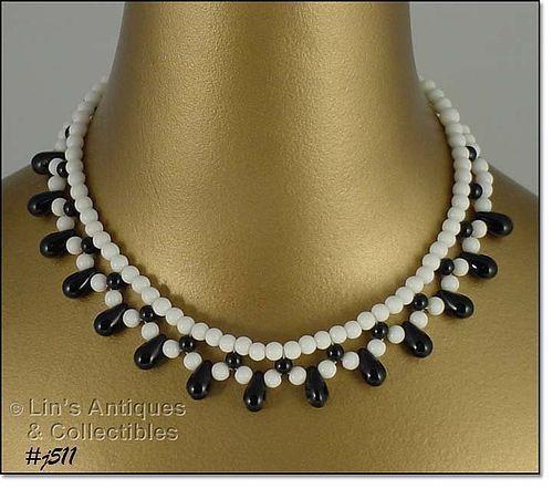 BLACK AND WHITE GLASS BEAD CHOKER (GERMANY)