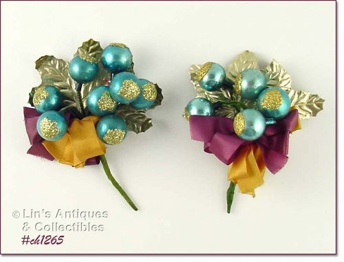 VINTAGE CHRISTMAS CORSAGE WITH GOLD GLITTER BLUE GLASS ORNAMENTS