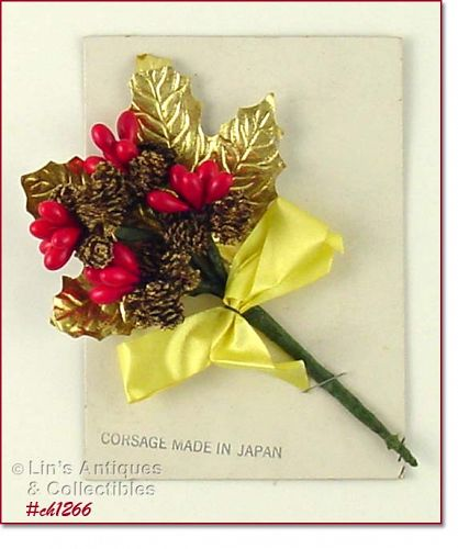 VINTAGE CHRISTMAS CORSAGE ON ORIGINAL STORE DISPLAY CARD