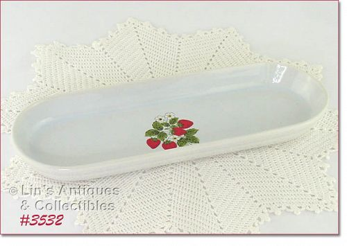 McCOY POTTERY STRAWBERRY COUNTRY VINTAGE BREAD TRAY