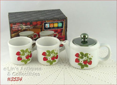 McCOY POTTERY � VINTAGE TEA FOR TWO STRAWBERRY COUNTRY TEAPOT AND CUPS