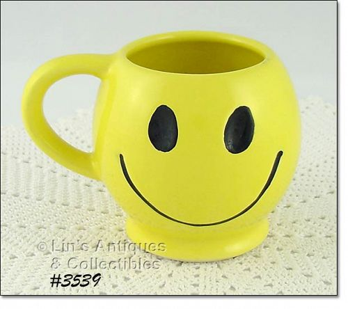 McCOY POTTERY YELLOW SMILE SMILEY HAPPY FACE VINTAGE MUG