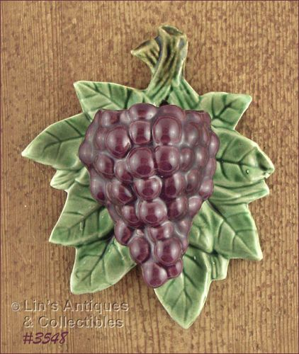 McCOY POTTERY PURPLE GRAPES VINTAGE WALL POCKET