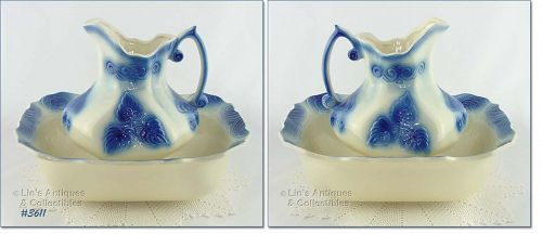 McCOY POTTERY BLUE AND WHITE VINTAGE PITCHER AND BOWL SET