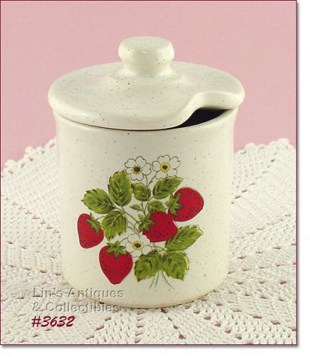 McCOY POTTERY � STRAWBERRY COUNTRY JAM JAR