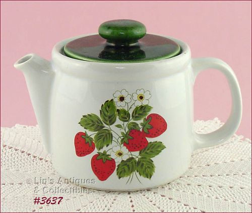 McCOY POTTERY � VINTAGE STRAWBERRY COUNTRY TEAPOT