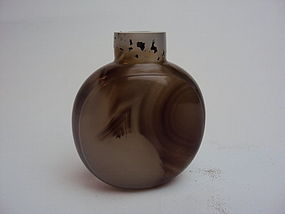 Chinese mid-qing dynasty agate snuff bottle