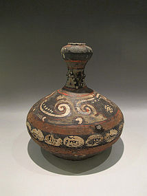 Very  rare qin dynasty  vase with shell design
