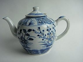One pair of mid-qing dynasty blue and white teapot
