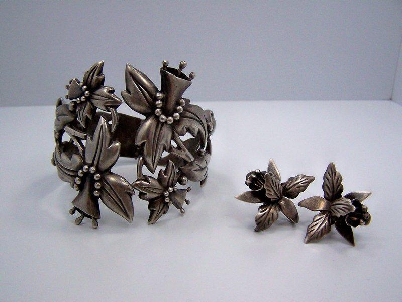 Vintage Mexican Silver Floral Clamper Superb