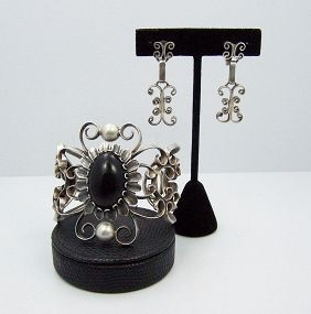 Heavy Filigree Onyx Vintage Mexican Silver Cuff & Earrings Set