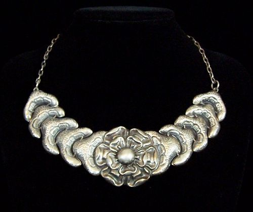 Mexico City Vintage Mexican Silver Repousse Necklace