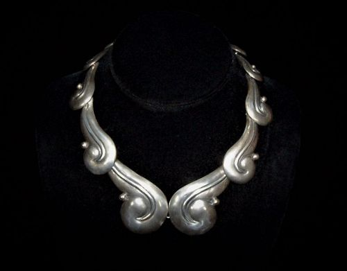 Los Castillo 250 Vintage Mexican Silver Big Swirl Repousse Necklace