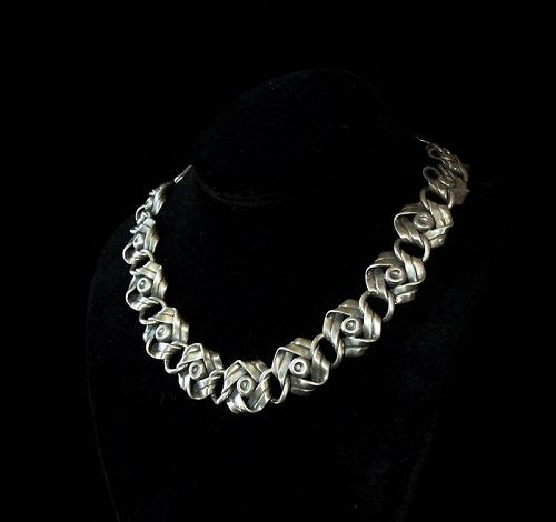 Hector Aguilar Vintage Mexican Silver Ribbons  & Bows Necklace