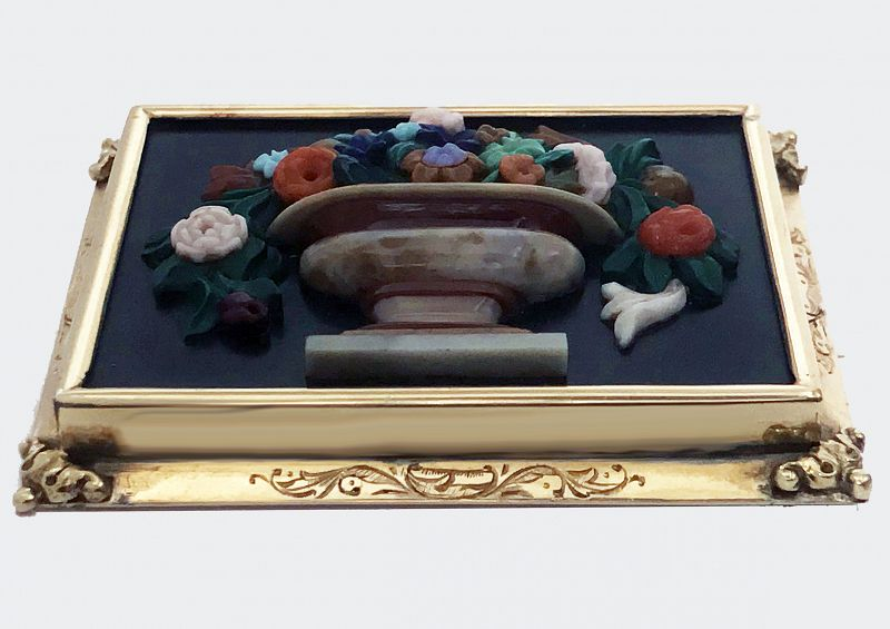 Exceptionally fine Gold carved Chalcedony Floral Pin Brooch, 19th cent