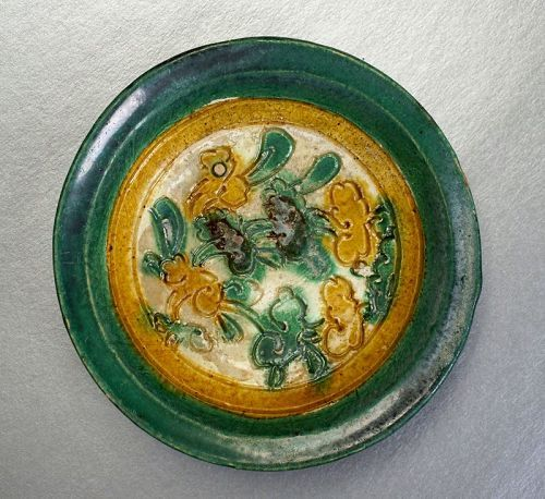 Liao Sancai Saucer Dish Incised with Ruyi Yunwen Motif