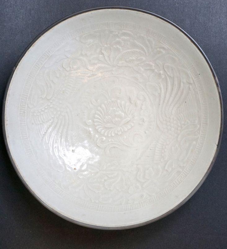 Fine Song-Jin Dingyao Porcelain Bowl with Moulded Phoenix Design