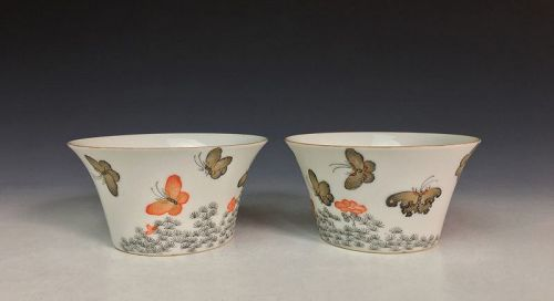 Qing Dynasty Pair of Porcelain Cups