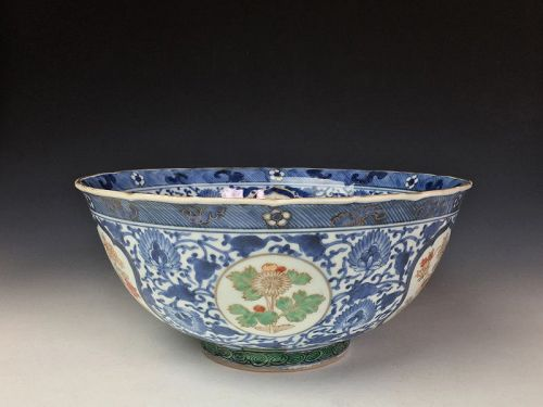 Meiji Period Imari Bowl with Lacquer Lid
