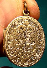 Ornate RGP HAND ENGRAVED LOCKET c1860s-70s