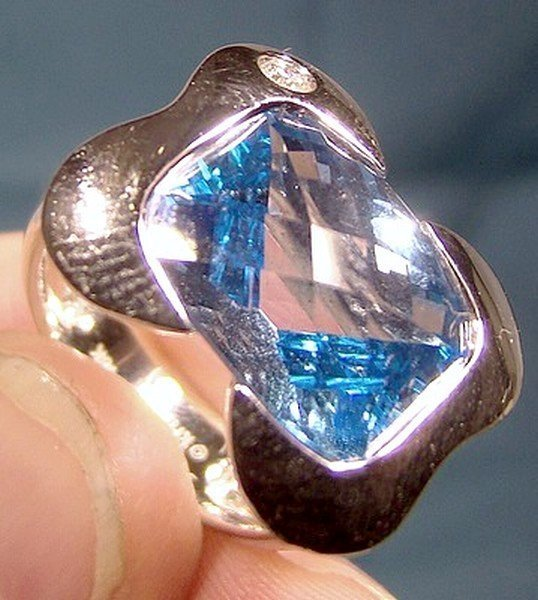 KRISTINA 18K WHITE GOLD BLUE TOPAZ and DIAMOND RING