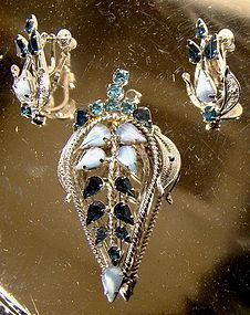 JAYFLEX STERLING BLUE & GIVRE RHINESTONE PIN & EARRINGS