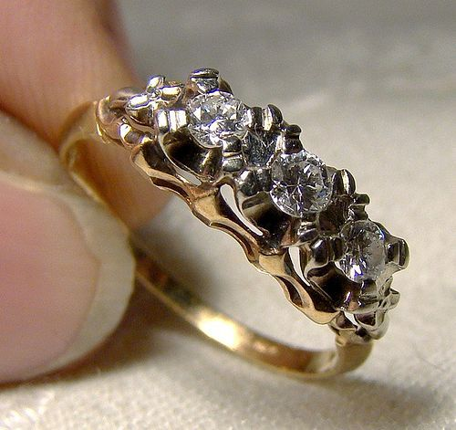 Art Deco 14-18K White & Yellow Gold Diamonds Row Ring 1930s