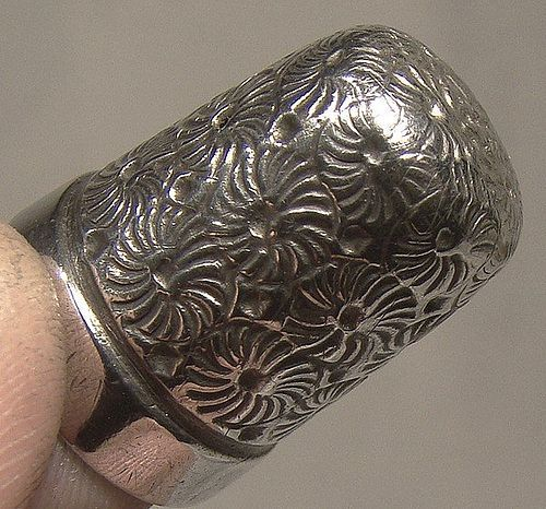 Victorian Sterling Silver Sewing Thimble with Daisies 1897