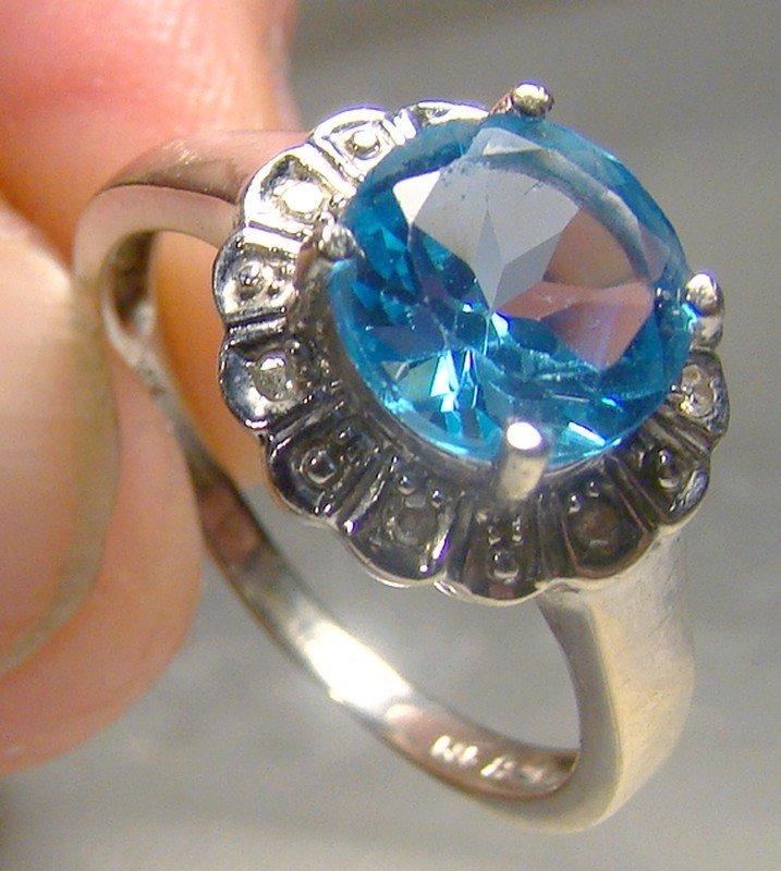 14K White Gold Blue Topaz and Diamonds Ring 1970s-1980s 14 K Round Cut