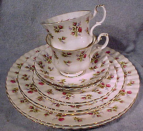 Royal Albert Winsome China 5 Piece Place Setting 1970s