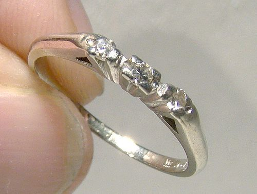 18K White Gold 3 Diamonds Row Ring Band 1930s - Size 4-1/2
