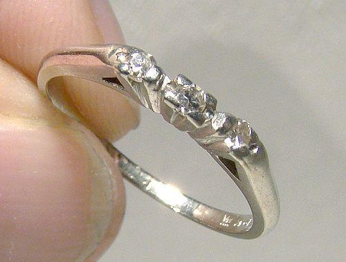 18K White Gold 3 Diamonds Row Ring Band 1930s - Size 4-1/2