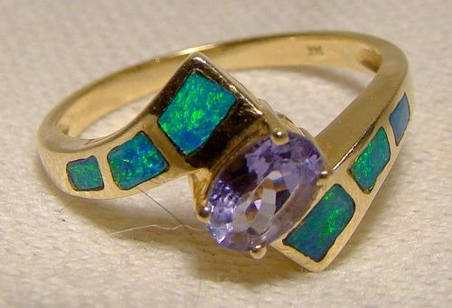 14K Opals and Tanzanite Ring 1980s 1990s Size 6-1/4 Pathway of Opals