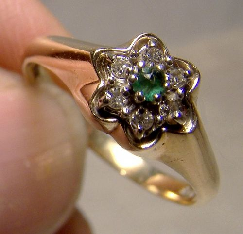 14K Emerald and Diamonds Flower Circle Ring 1960s - Size 5