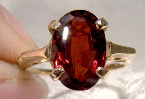 10K Oval Garnet Ring 1960s - Size 5-1/4