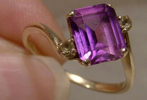 10K Purple Sapphire Rng with White Sapphires 1950s - Size 7