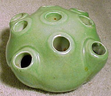 Grimwades Royal Winton Tuba Green Lustre Flower Aid Frog