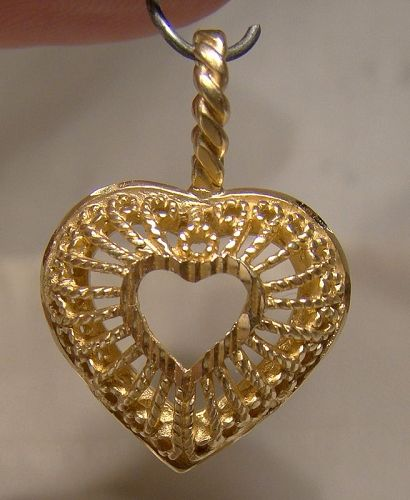 14K Yellow Gold Openwork Heart Pendant 1970s 1980s