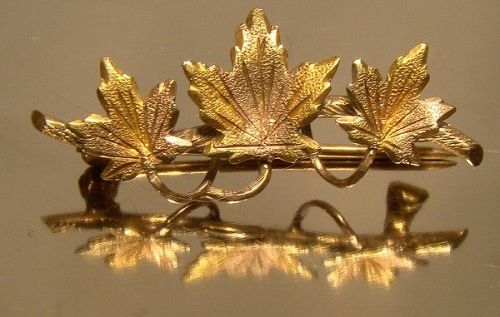 10K Triple Maple Leaf Three Colour Gold Pin Brooch 1940s