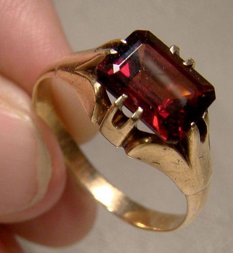 Man's 10K Yellow Gold Garnet Ring 1910 1920 - Size 11-1/4