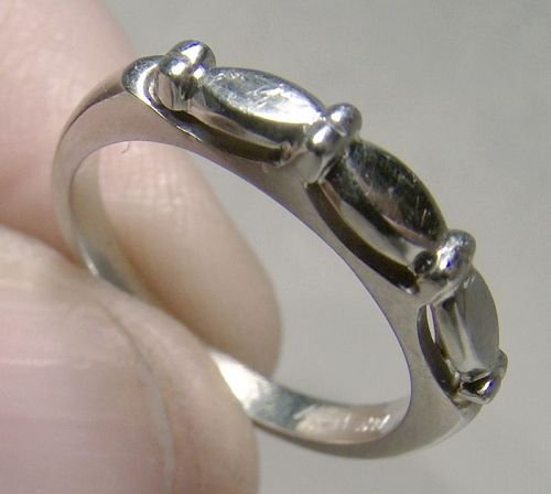 18K White Gold Wedding Band 1960 - Size 4-1/4
